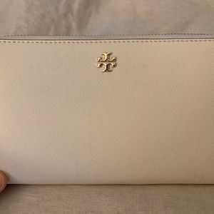 New Ivory Robinson Zip Continental Wallet